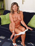 56 year old Samantha P after 30 plus Ladies pulls the lady mature crotch spacious