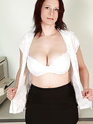 Sexy redheaded MILF Carol spreading her 34 12 months past times pussy comfortable