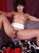 Muscular MILF Andie from 30 plus Ladies spreads this girl crotch oriental fashion