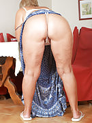 At just 62 many years old Samatha T keeps her older crotch cleanly shaven