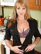 Hot adult model Shayla after 30 plus Ladies shows off the perfect body