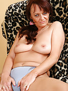 Old brunette with a furry pussy likes the lady platsic associate here