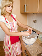 Fast Pussied MILF Laurita Cooks Up More Than Cooki...