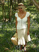 Gorgeous golden-haired MILF takes on alongside the lady vagina upon picnicing