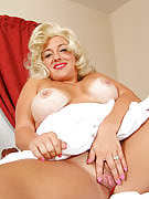 Mature Princess pases such as Marilyn Monroe in these hot pictures