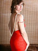 51 year old housewife Lynn shows off her body frames in pearls right here