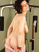 Horny darling S performs on in a fitness center and also after that excercises her pussy