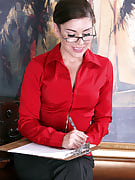 Beautiful workplace MILF Annabelle Genovisi spreads wide in the desk